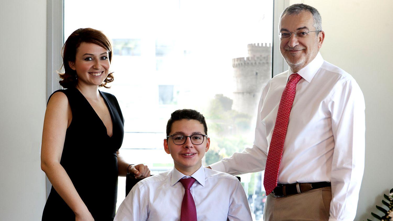 πρόγραμμα επιχειρηματικότητας με εκπαιδευτήρια Μαντουλίδη ο μαθητής, η επιστημονική συνεργάτης και ο κ. Σταύρος Κουμεντάκης
